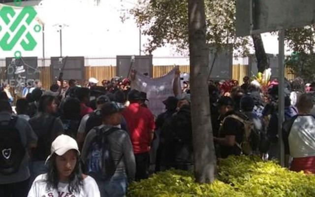 Policías federales protestan a las afueras del Senado - Policías federales protestan a las afueras del Senado