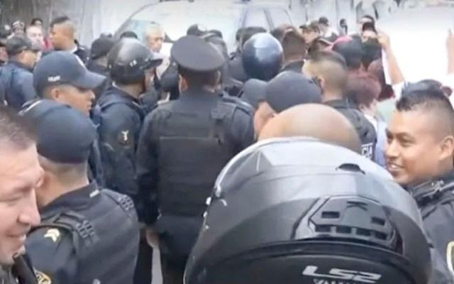 Ambulantes agreden a policías federales en San Cosme - policias san cosme