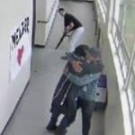 #Video Entrenador desarma a estudiante y lo abraza