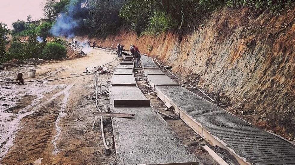 Hacienda licitará 8 mil millones de pesos en obras públicas - Programa Prioritario 'Caminos Rurales'. Foto de @sct_mx