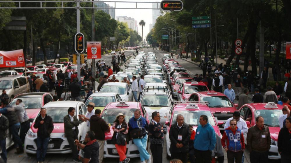 La mayoría de taxistas no están organizados; inconformes pertenecen a grupos, afirma Andrés Lajous - Foto de Notimex