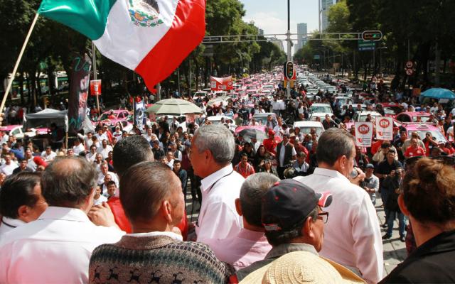 Taxistas paralizaron por horas la Ciudad de México; Segob logra acuerdo - taxistas bloqueo