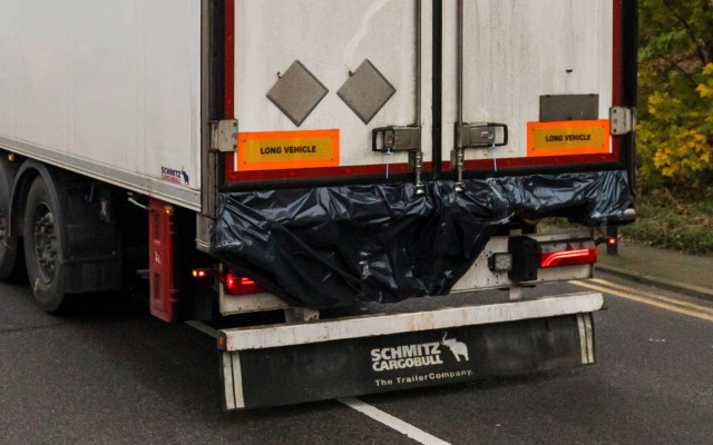 Detienen a pareja relacionada con hallazgo de 39 cadáveres en Essex - Tráiler donde hallaron los cuerpos de más de 30 personas de origen chino. Foto de EFE