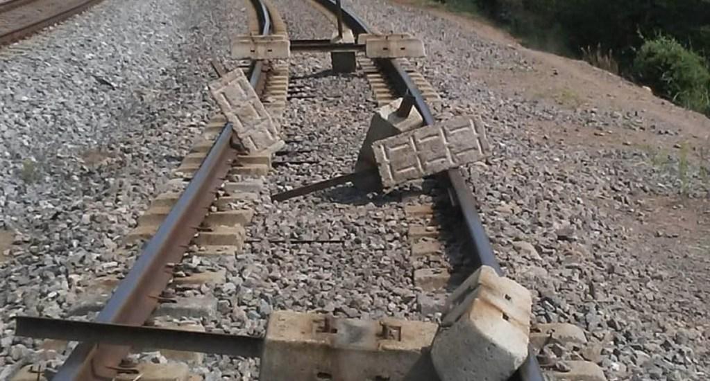 Normalistas bloquean este martes vías del tren en Michoacán - Tren Uruapan Michoacán