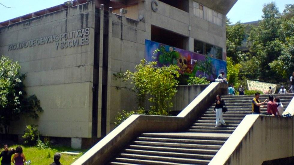 Marchan alumnos de la UNAM contra violencia de género y porros - Facultad de Ciencias Políticas y Sociales