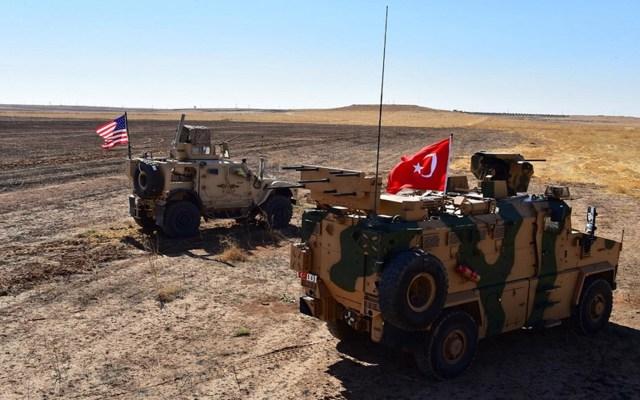 EE.UU. no ha informado retirada de tropas de Siria: Rusia - Vehículos de las armadas de EE.UU. y Turquía. Foto de EFE