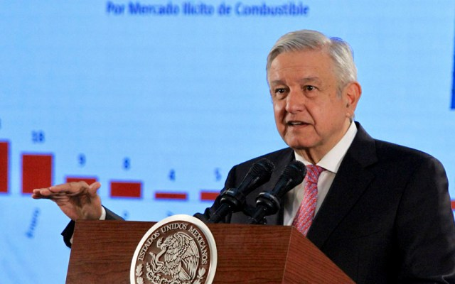 """López Obrador pide a funcionarios darse """"más baños de pueblo"""" - López Obrador pide a funcionarios darse"""