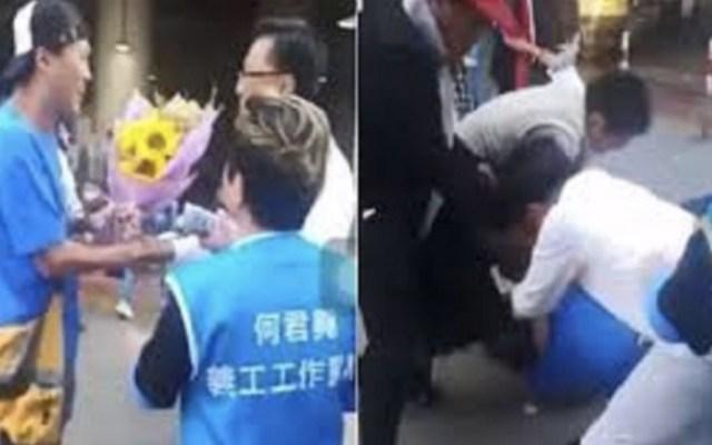 Apuñalan a legislador pro China en Hong Kong - Foto de captura de pantalla
