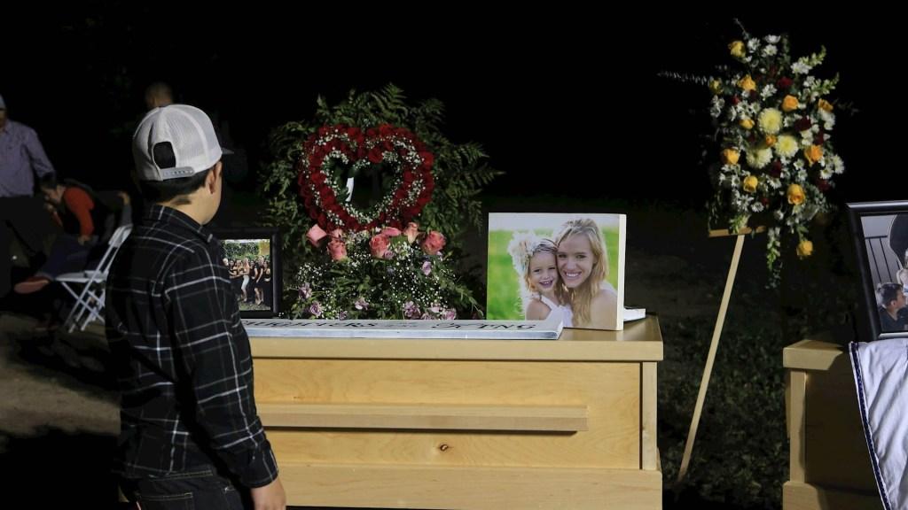 Familiares piden que México y EE.UU. no den 'carpetazo' a Caso LeBarón - Ataque LeBarón Sonora funeral FBI