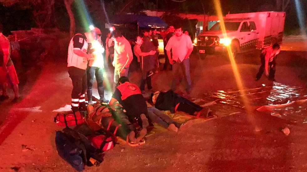 Accidente de autobús en Chiapas deja cuatro muertos y 35 heridos - Atención de heridos por accidente en Chiapas. Foto de @Fercanton