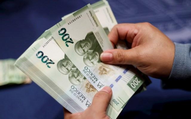 Analistas estiman caída del 0.1 por ciento del PIB de México - Billetes mexicanos. Foto de EFE/ José Méndez/Archivo