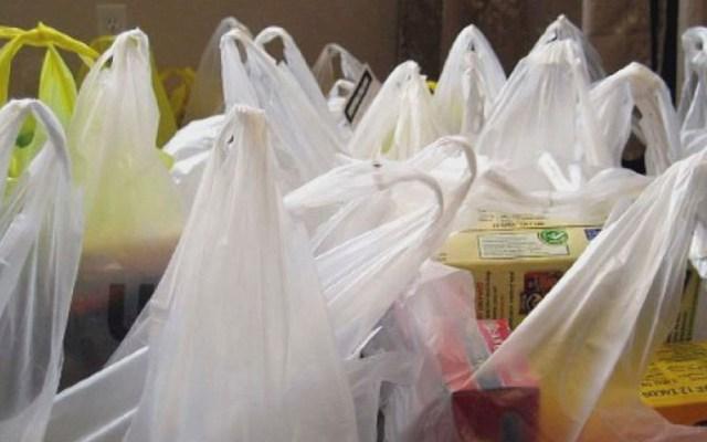 Tiendas y plazas en CDMX ya no darán bolsas de plástico a partir de 2020 - Bolsas de plástico. Foto especial