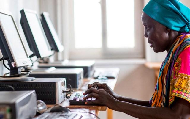 Aumenta brecha digital entre mujeres y hombres, advierte ONU - Brecha digital en mujeres