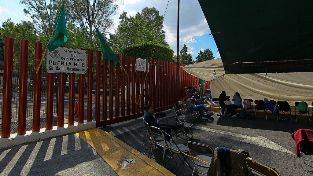 Continúa bloqueo en San Lázaro; diputados y campesinos no llegan a acuerdo - Cámara de diputados campesinos bloqueo