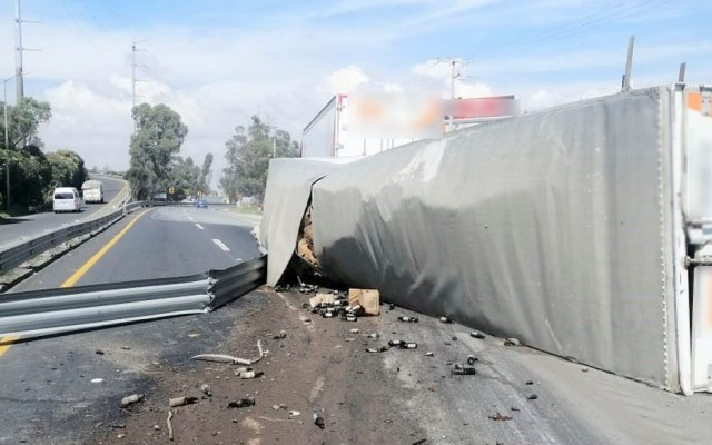 #Video Rapiña en camión de cerveza que volcó en el Estado de México - camión cerveza estado de méxico