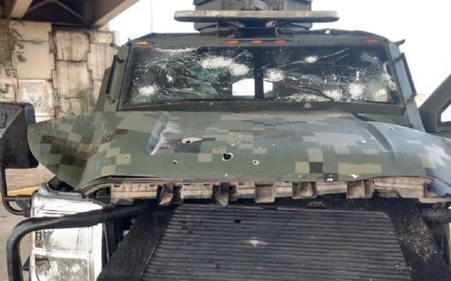 El general secretario Luis Cresencio Sandoval lamentó la muerte de elemento de la Sedena - Camioneta de las fuerzas armadas de México, con daños por ataque armado en Nuevo Laredo. Foto Especial