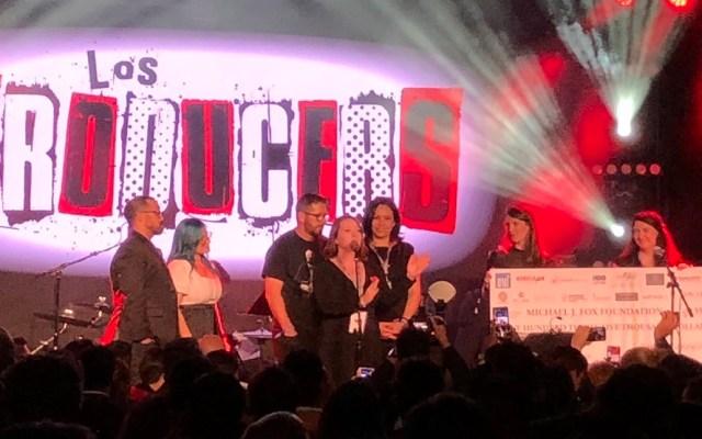 Cantantes latinos recaudan 135 mil dólares contra el párkinson - Cheque de los 135 mil dólares recaudados en Los Producers. Foto de @bmi