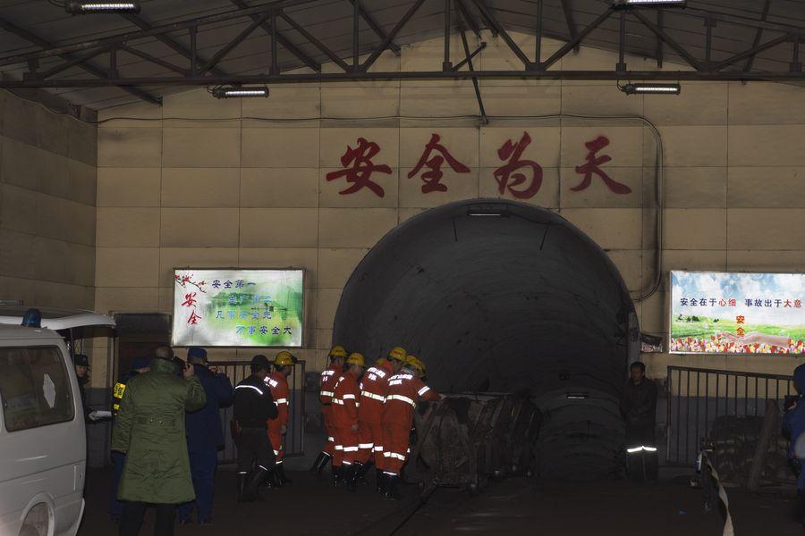 Trabajos de rescate de mineros en Shanxi, China. Foto de xinhuanet
