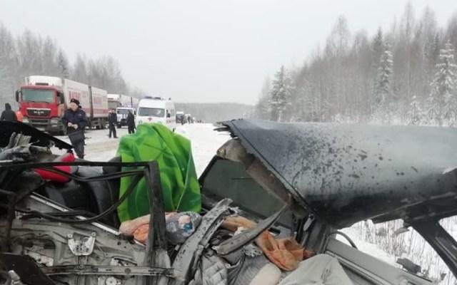 Niño de seis años sobrevive a dos choques el mismo día - Choque de auto en el que viajaba un niño y sus padres; solo el pequeño sobrevivió. Foto de vk.com