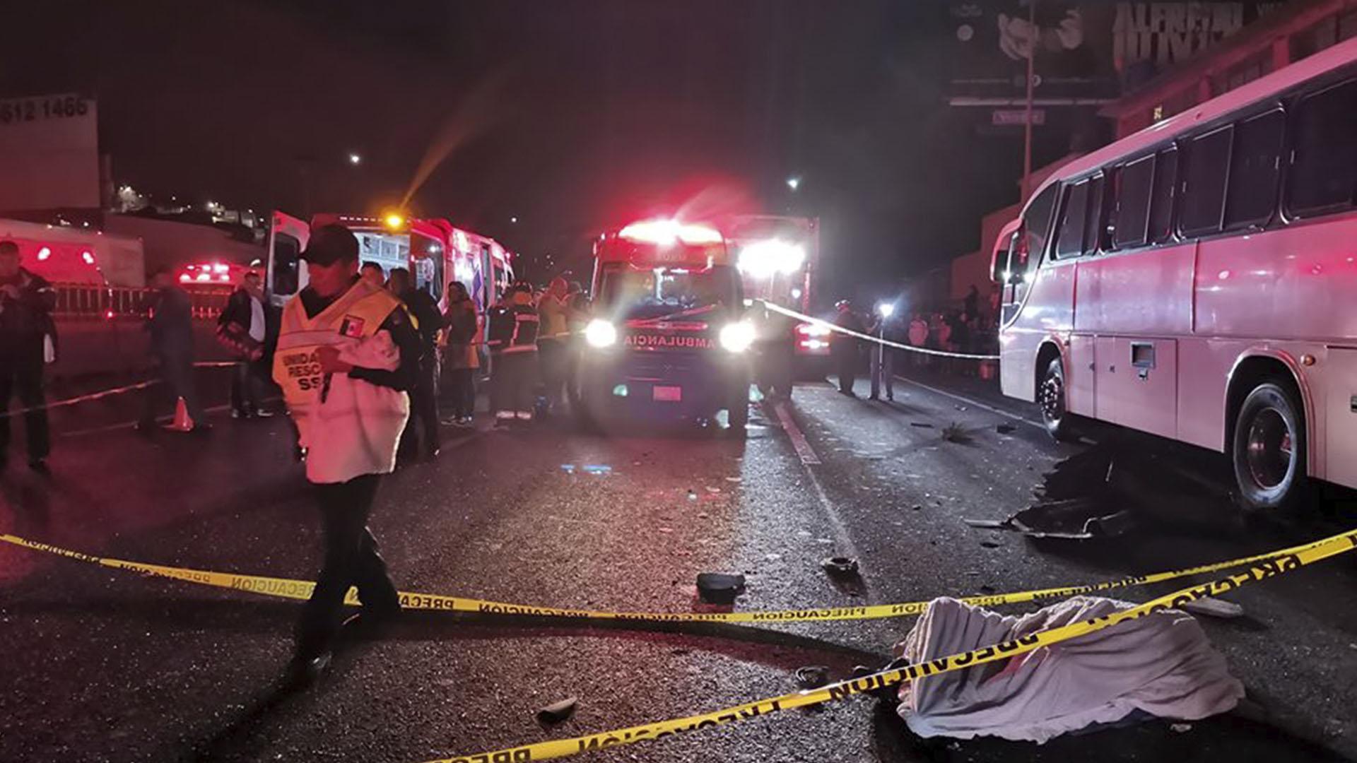 Choque de autobuses en la autopista México-Pachuca. Foto de @PCBEcatepec