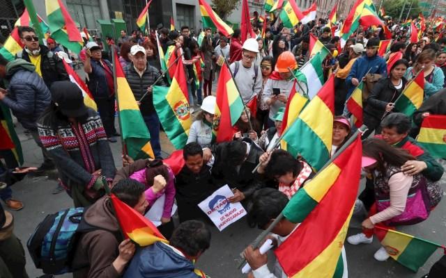 Vacío de poder, confusión e incertidumbre en Bolivia tras renuncia de Evo Morales, afirma el Dr. Daniel Zovatto - Ciudadanos bolivianos festejan la renuncia del presidente de Bolivia, Evo Morales. Foto de EFE/Martin Alipaz.