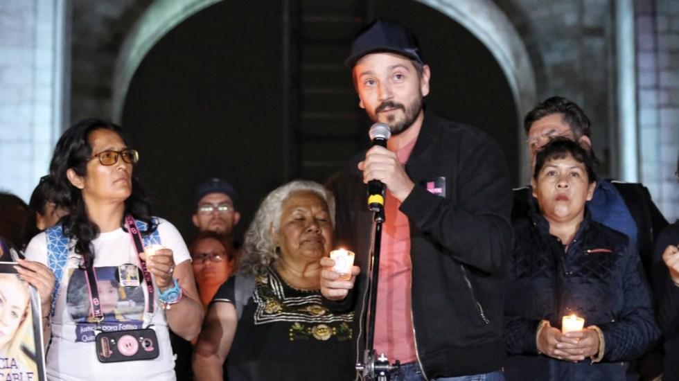 #Video Diego Luna participa en marcha 'Por los que ya no están' - Foto de El Sol de México
