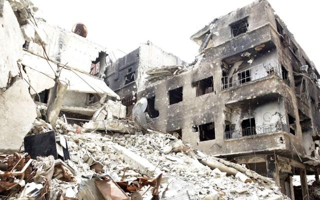 Ataque con misiles mata a 10 niños en un campo de desplazados en Siria - Escombros de un campo de desplazados en Siria después de ataque. Foto de EFE