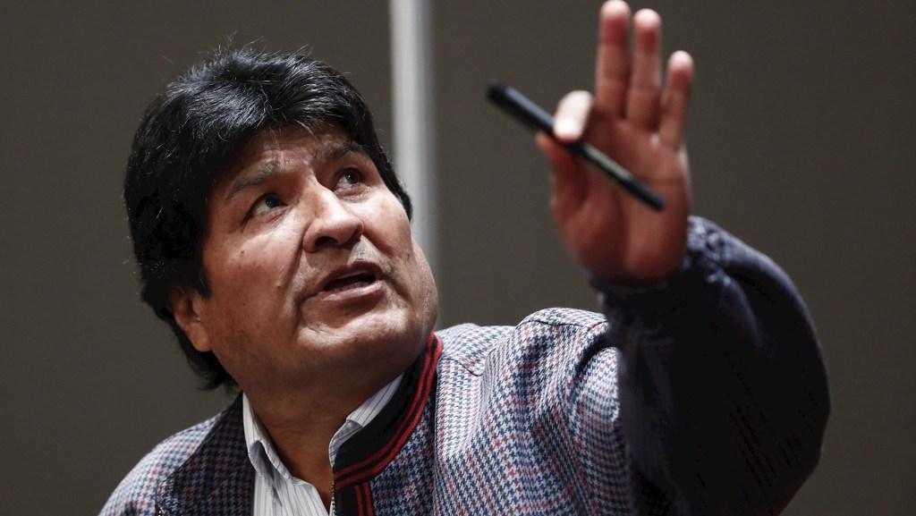 """Evo Morales agradece a México por """"salvar"""" su vida hace dos años al darle asilo - El expresidente de Bolivia, asilado en México, Evo Morales, habla el 20 de noviembre de 2019 en Ciudad de México. EFE/José Méndez"""