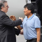 "Llega Evo Morales a México; ""me salvaron la vida"", dice"