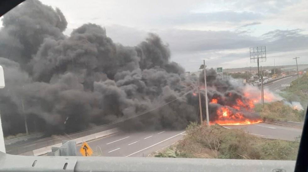 Pipa vuelca y explota en la carreteraVeracruz-Cardel - Pipa vuelca y explota en la carreteraVeracruz-Cardel