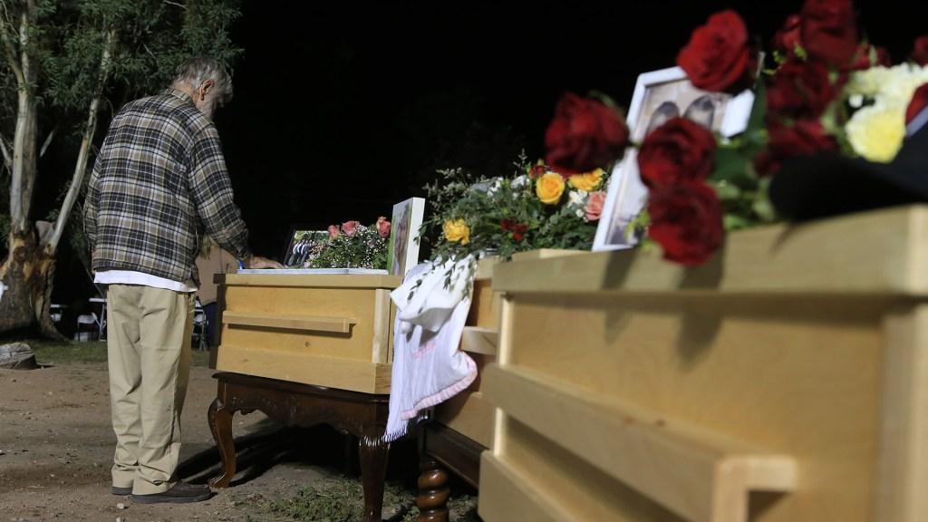 Vinculan a proceso a integrante de La Línea relacionado con el ataque contra la familia LeBarón - Funeral de víctimas LeBarón. Foto de EFE