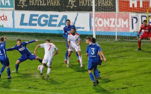 Ocho detenidos por manipulación de resultados de partidos de fútbol en Bosnia - Futbol bosnio. Foto de klix.ba.