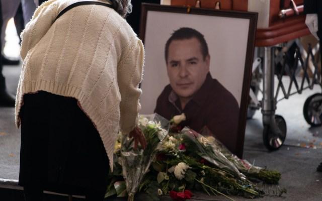 Detienen a menor implicado en asesinato de alcalde de Valle de Chalco - Homenaje de cuerpo presente a Francisco Tenorio en Valle de Chalco. Foto de Notimex