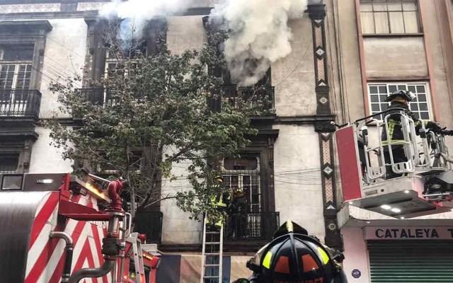 Incendio en edificio de la colonia Centro deja dos bomberos heridos - Incendio en edificio de la colonia Centro de la CDMX. Foto de Excélsior
