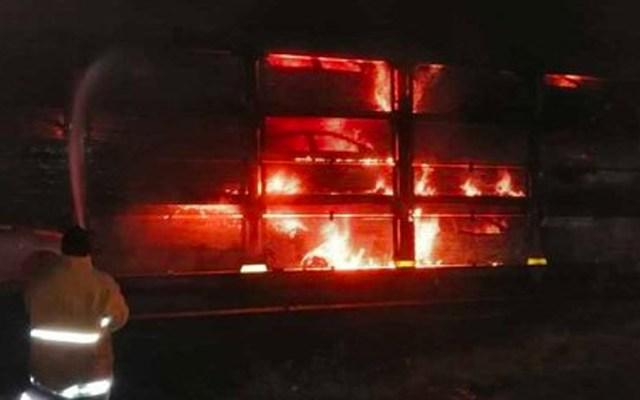 Descarrila tren en Morelia y se incendia vagón con 16 vehículos nuevos - Se incendia tren en Morelia