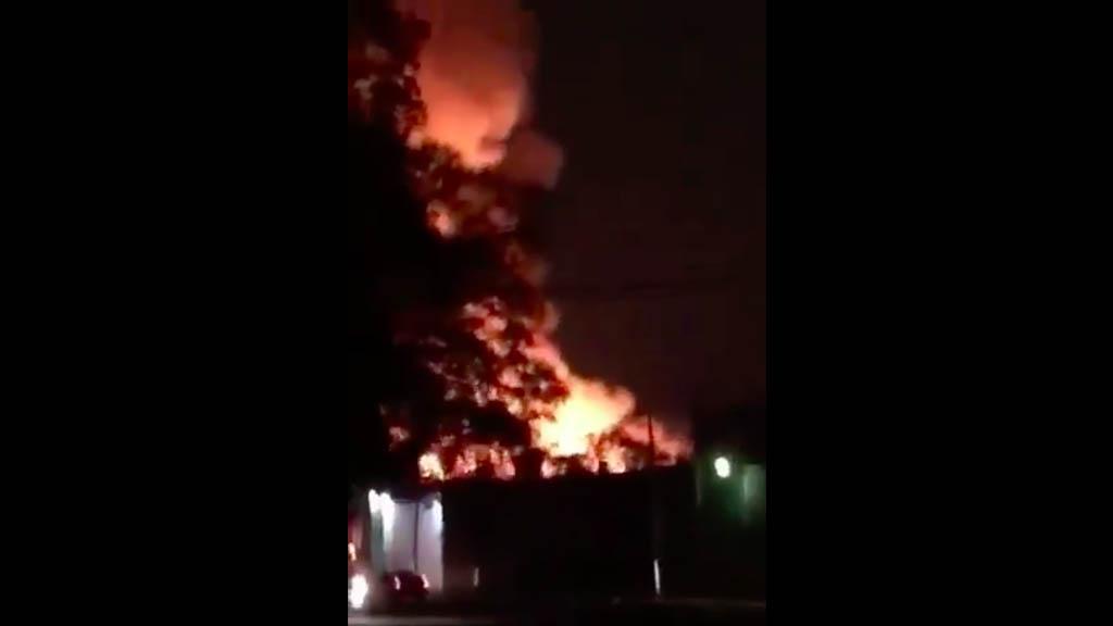 Fuerte incendio consume fábrica en Xalostoc, Ecatepec - Incendio Xalostoc Ecatepec
