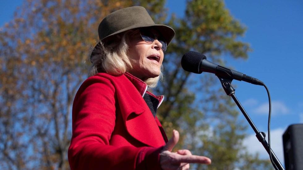 Jane Fonda marcha nuevamente contra el cambio climático pero evita detención - Fonda marchó acompañada de medio millar de manifestantes. Foto de EFE/EPA/MICHAEL REYNOLDS/Archivo