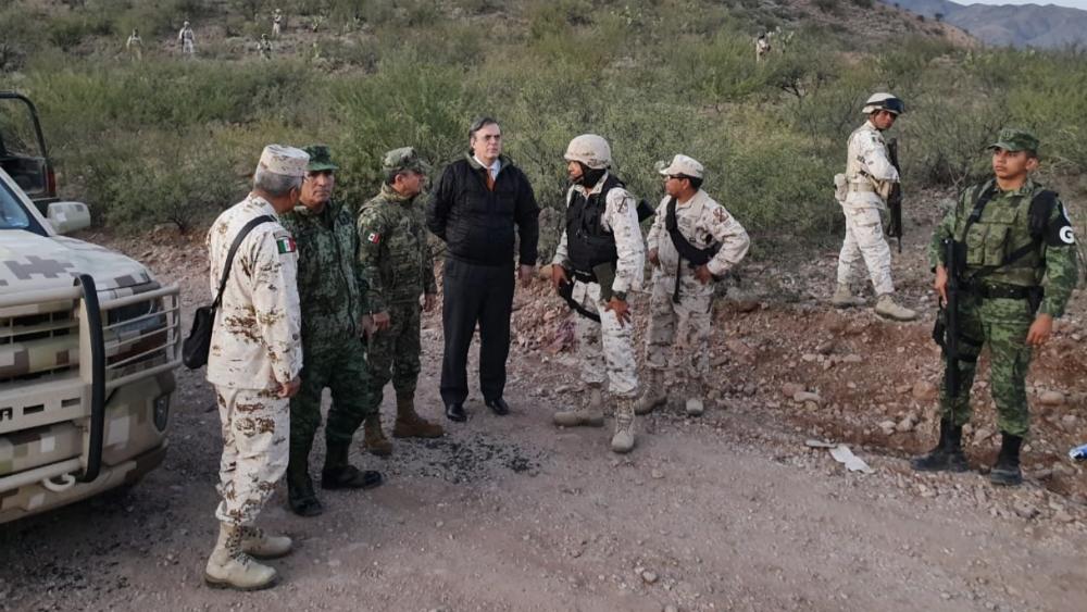 Ebrard recorre zona del ataque contra la familia LeBarón - Foto de SRE