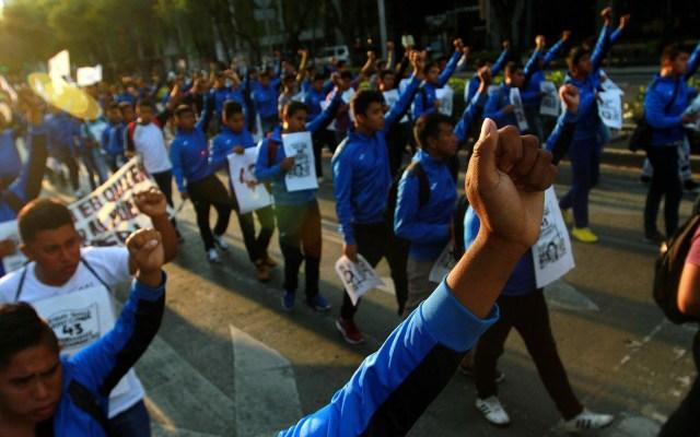 Marchan hacia al Hemiciclo a Juárez por los 43 normalistas de Ayotzinapa - Marcha Ciudad de México Hemiciclo a Juárez 2 Ayotzinapa