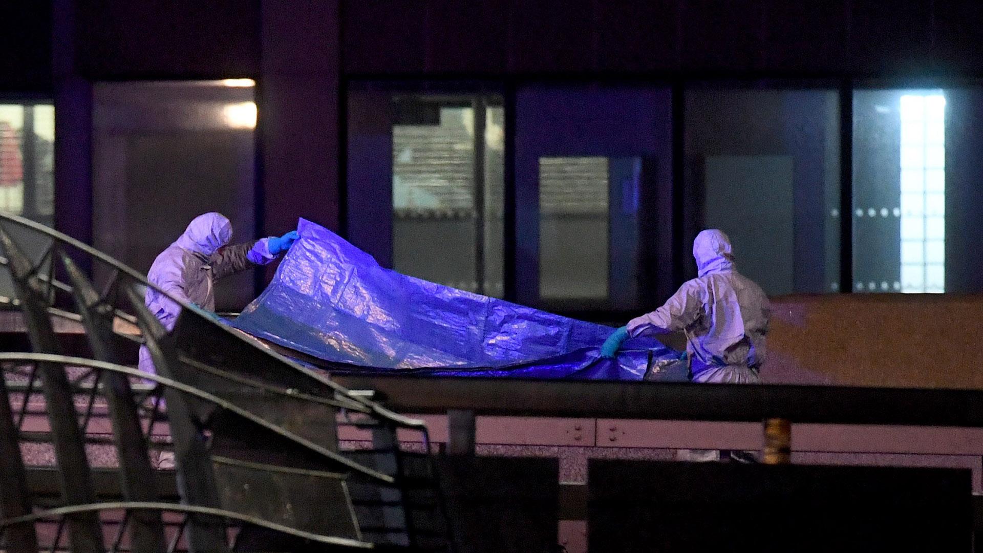 Peritos forenses en escena de ataque en Puente de Londres. Foto de EFE