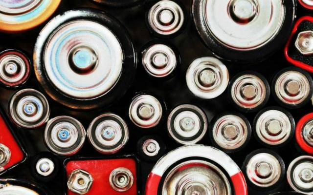 IMSS atiende a cinco niños al mes por ingerir pilas - Foto de AS