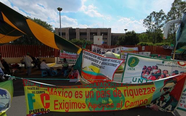 Diputados posponen para el miércoles la aprobación del Presupuesto. El Congreso sigue sitiado - Líderes de organizaciones campesinas en San Lázaro. Foto de Notimex-Isaías Hernández.