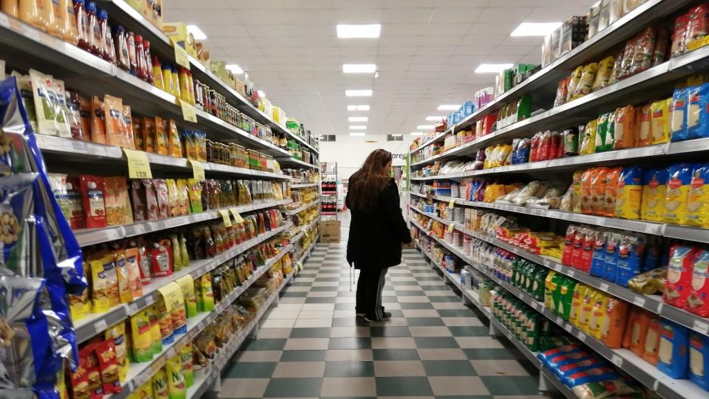Precios al consumidor en Argentina suben 50.5% interanual en octubre - Precios al consumidor en Argentina. Foto de EFE
