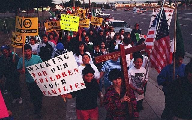 Cumple 25 años la ley antimigrante que cambió el color político de California - Foto de PATRICK TEHAN, MERCURY NEWS