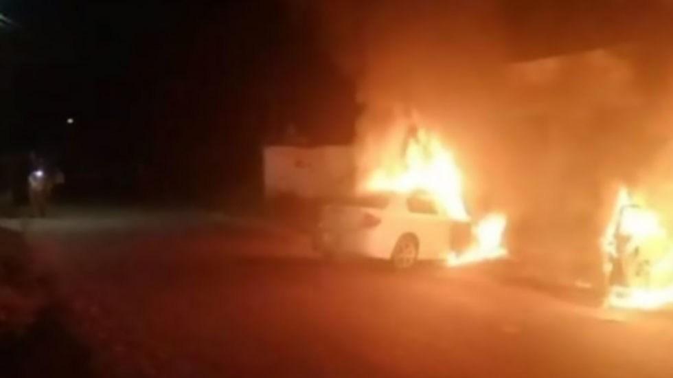 Incendian tres autos en dos puntos de Ciudad Juárez - Quema de auto en Ciudad Juárez. Foto de Noticieros Televisa
