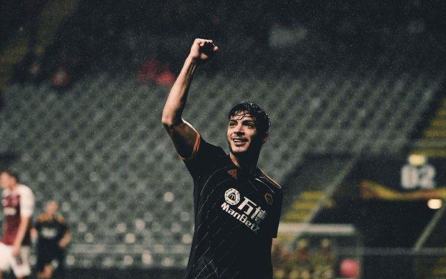 Gol y doble asistencia de Raúl Jiménez en empate de los 'Wolves' en Europa League - Raúl Jiménez festejando su gol. Foto de Wolves.