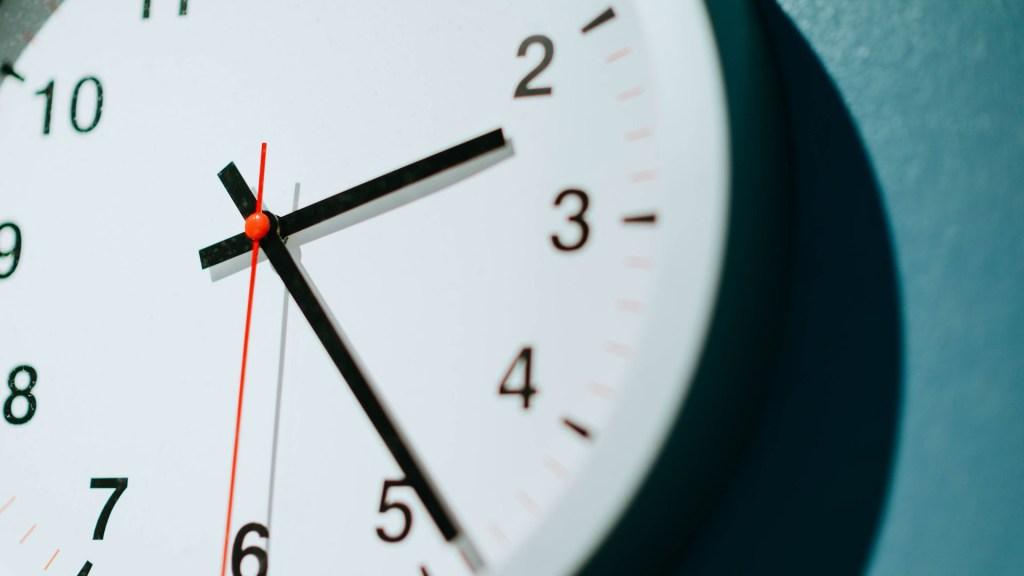 Sener aclara que el Horario de Verano inicia el domingo 5 de abril - Reloj. Foto de chuttersnap / Unsplash