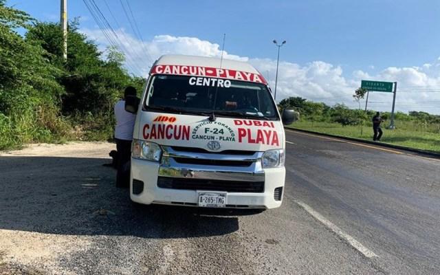 Toman de rehén en Cancún a turista española en asalto a transporte público - Unidad del transporte público asaltada, en Quintana Roo. Foto de @5toPoderqroo