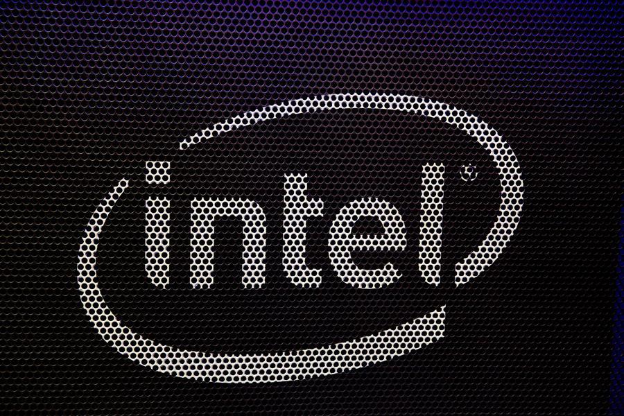 Intel compra al fabricante de chips Habana Labs - Vista del logo de la compañía Intel. EFE/Adam S. Davis/Archivo