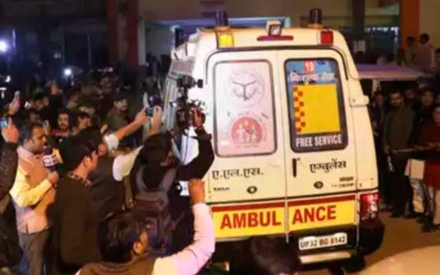Prenden fuego a víctima de violación de camino a testificar - Ambulancia que trasladó a víctima. Foto de Times of India